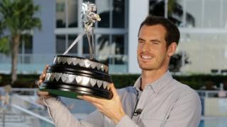 穆雷在迈阿密手举年度体育人物奖座