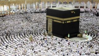کعبه کانون عبادت همه مسلمانان جهان و مقدسترین مکان آنهاست