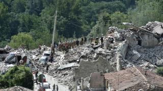 """Le maire d'Amatrice a déclaré que """"la moitié du village s'est écroulé""""."""