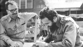 Con Fidel Castro en la época en que preparaban las memorias de este último. Foto cortesía de la editorial.