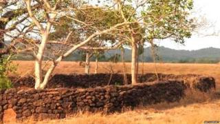 घुमडे गावात आढळलेले माहापाषाणीय संस्कृतीतले शिळावर्तुळ