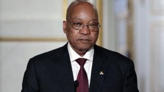 """Le président et le gouvernement """"doivent retirer leur notification dès que possible"""", a ajouté le juge."""