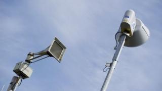 بسیاری از شهرهای آمریکا سیستم آژیر خطر برای هشدار وقوع توفان دارند