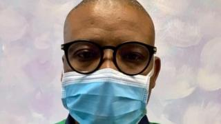 Dkt. Ahmed Kalebi anasisitiza kuwa ni muhimu kwa yeyote ambaye anadalili zozote ambazo zinaambatana na dalili za corona virus zinazofanana sana na za mafua ajitenge