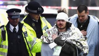 Al menos 20 personas resultaron heridas en el ataque.