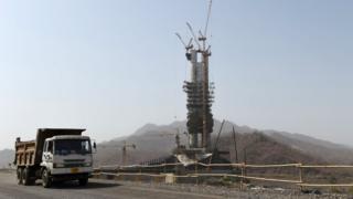 یہ مجسمہ ریاست گجرات کے دور دراز مقام پر تعمیر کیا جا رہا ہے