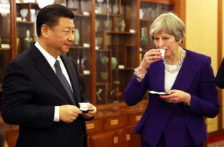 在双边会谈后,特里莎·梅首相与习近平主席一起茶叙。