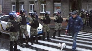 Правоохоронці на вул. Мироносицька, 22, біля будівлі де Національне антикорупційне бюро України проводить слідчі дії, у Харкові
