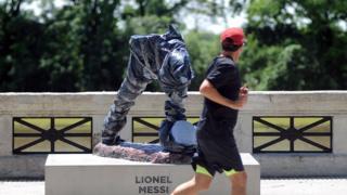 Des vandales ont tronçonné la statue de Lionel Messi, à Buenos Aires