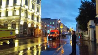 На Большой Никитской улицы находятся автомобили скорой помощи, полиции и пожарных