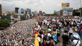 Он миңдеген венесуэлалыктар каршылык акциясына чыкты
