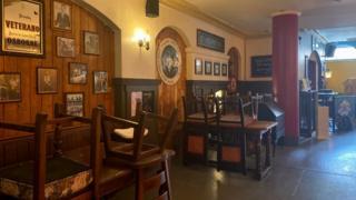 Le Pub, Newport