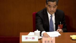 梁振英在當選後即刻上任,就坐政協副主席席位。
