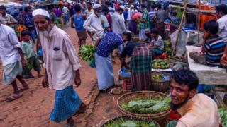 ဘင်္ဂလားဒေ့ရှ် Kutupalong ဒုက္ခသည်စခန်းက ဈေးတစ်ခု