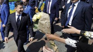 Ukraine's President Volodymyr Zelensky is greeted by supporters as he leave after the inauguration ceremony at the parliament in Kiev on May 20, 2019.