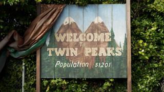 Cartel de bienvenida a Twin Peals