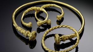 Gold jewellery from waldalgesheim 340-300BC credit Rheinisches Landesmuseum Bonn.jpg