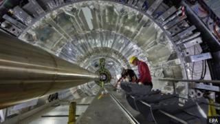 ส่วนหนึ่งของเครื่องชนอนุภาคขนาดใหญ่ Large Hadron Collider (LHC)