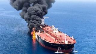 Горящий танкер в Оманском проливе