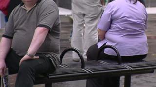 دراسة أجراها باحثون بريطانيون تفدي إلى أنه من غير الممكن أن يتمتع شخص بدين بوضع صحي سليم.