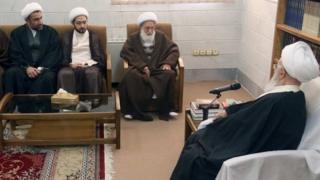 شیخ عیسی قاسم از جمله با ناصر مکارم شیرازی از مراجع پرنفوذ در قم دیدار کرده است