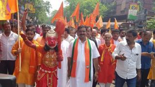 কলকাতায় রামনবমীর মিছিলে নেতৃত্ব দিচ্ছেন বিজেপির এক প্রার্থী