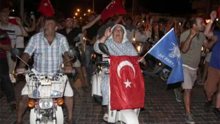 Marmaris'te darbe karşıtı gösteri