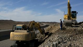В пустыне Гоби до сих пор находят огромные нетронутые залежи полезных ископаемых, в основном редких металлов