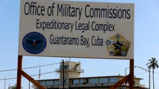 вывеска на базе в Гуантанамо