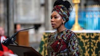 Zamaswazi Dlamini-Mandela em missa em homenagem a Mandela no Reino Unido