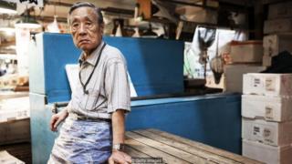또 다른 어려움은 일본의 뿌리 깊은 희생과 노력을 강조하는 정신적 가치다