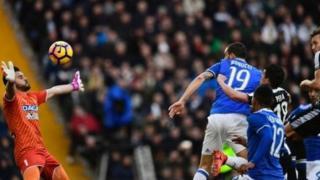 Leonardo Bonucci lokacin da yake cin Udinese
