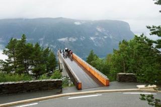 Warga Norwegia menerapkan konsep friluftliv, yang berarti 'hidup di alam terbuka'