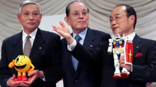 Masaya Nakamura (centre) with Namco vice-chairman Kyushiro Takagi (left) and with president Takeo Takasu