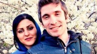 İranlı fəal Araş Sadeği və Golrox İrai