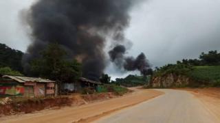 လားရှိုးနား က ဆီဆိုင် မီး ရှို့ခံရတာအပြင် ကယ်ဖို့သွားတဲ့ လူနာတင်ကားအပစ်ခံရ