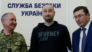 Russian journalist Arkady Babchenko (C), who was reported murdered in the Ukrainian capital on May 29, Ukrainian Prosecutor General Yuriy Lutsenko (R) and head of the state security service (SBU) Vasily Gritsak attend a news briefing in Kiev, Ukraine 30 May 2018.