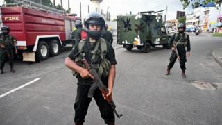 ဧပြီ ၂၂ ရက်နေ့ အန်တိုနီယို ဘုရားကျောင်း အနီး ကားဗုံးခွဲ တိုက်ခိုက်မှု ဖြစ်ပွားခဲ့တဲ့နောက် လုံခြုံရေး တပ်ဖွဲ့က လုံခြုံရေး ရယူထားစဉ်။