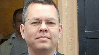 قضى القس أندرو برونسون نحو عامين في السجن على ذمة القضية