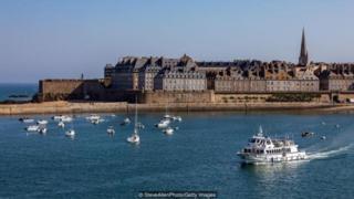 Cộng đồng của St-Malo luôn gắn liền với dòng nước lên xuống của biển, nơi mà thủy triều dâng cao có tính huyền thoại.