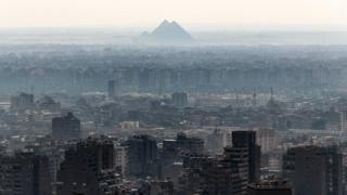 Piramidi za Gizza ni ndefu katika mji wa Cairo