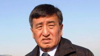 Атамбаев премьер-министр Сооронбай Жээнбековду алдыдагы президенттик шайлоо үчүн мыкты талапкер деп атады.