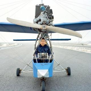 Прежде чем построить свой первый самолет, Ван конструировал модели из бамбука, который брал из леса за домом - потом его мать использовала их для растопки печки