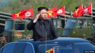 (แฟ้มภาพ) นายคิม จอง อึน ผู้นำสูงสุดของเกาหลีเหนือ สั่งเดินหน้าทดสอบขีปนาวุธอย่างไม่ลดละ