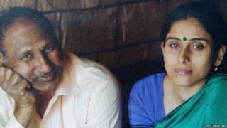 प्रोफेसर मटुकनाथ और उनकी प्रेमिका जूली की तस्वीर