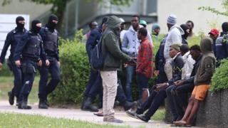 Конфликт среди мигрантов в центре по приему беженцев в Эльвангене потребовал вмешательства полиции