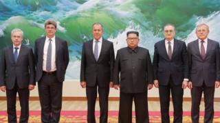 Kulanka hoggamiyaha Kuuriyada waqooyi Kim Jong-un iyo wasiirka arrimaha Ruushka Sargei Lavrov