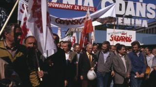 1989年5月20日。競選期間,團結工會在格但斯克集會抗議碼頭關閉
