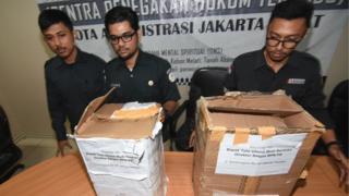 Dua kotak kardus berisi formulir C1 yang ditemukan polisi di Menteng, Jakarta Pusat