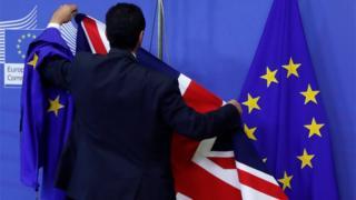 Official arranges UK and EU flags at EU Commission HQ